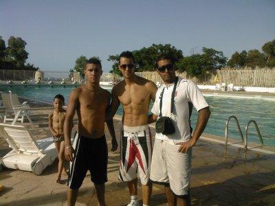 Moi a la piscine avec mon frère mourad et mon cousine