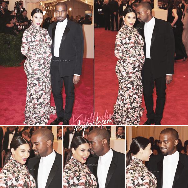 09 MAI 2013 :Kim Kardashian, accompagnée de Kanye West; s'est rendue à l'anuelle soirée du MET. Cette soirée était cette année nomé 'Punk : Chaos To Couture' Costume Institute Gala. Kim portait une robe fleurie Givenchy.
