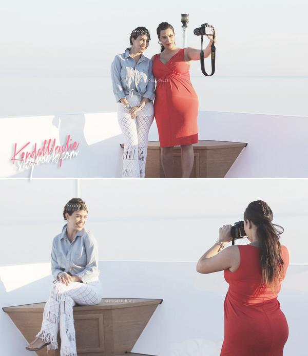 28 AVRIL 2013 :L'incroyable famille Kardashian va faire du tourisme en Grèce.
