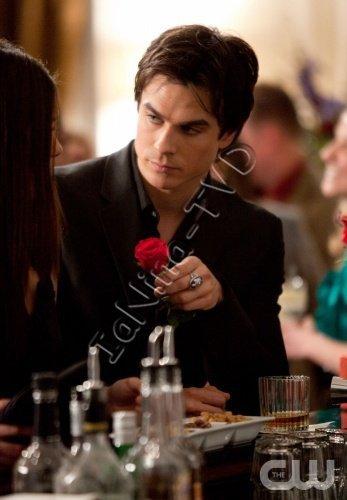 Ian interview pour TV Guide ou il parle de la relation Damon/Elena et Titres Episodes ^^