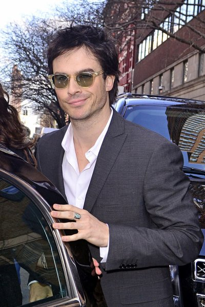 "Ian sortant de l'émission "" Regis and Kelly "" NYC"