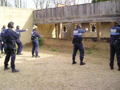 --- policiers municipaux, entrainement de tir ---