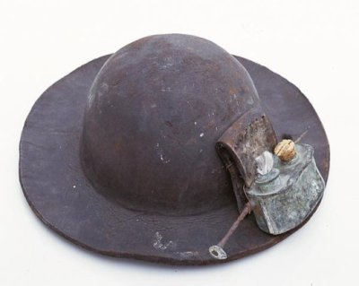 ancien casque de mineur la mine de charbon. Black Bedroom Furniture Sets. Home Design Ideas