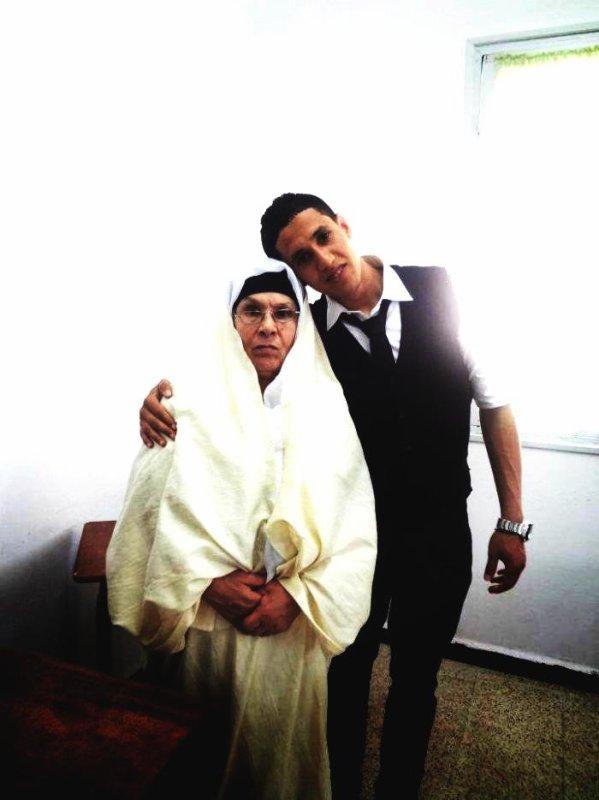 Moi avec grand mère ( je t'aime maman )
