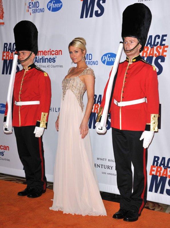 Paris Hilton, elle croit que c'est elle la princesse ! Ridicule ?