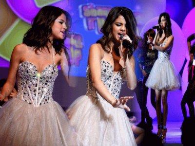 Selena Gomez  vs Shake it up