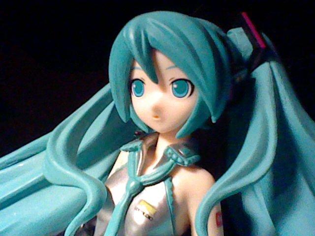 ~~~~ Présentation de ma figurine Miku Hatsune ! ^w^ ~~~~