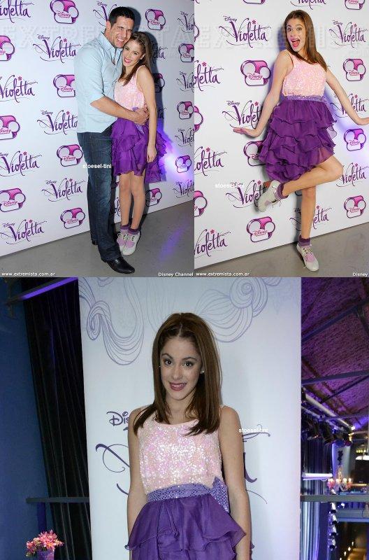 martina toute en beauté à l'avant-première de « Violetta » en mai 2012 avec le reste du cast.