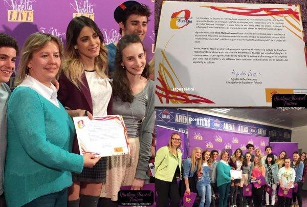 La troupe recevant une mention de l'ambassade d'Espagne en Pologne - Mars