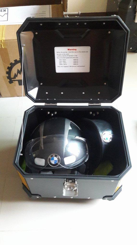 Casque Scorpion ADX 1 et Top-case K2 Adventure 40 litres