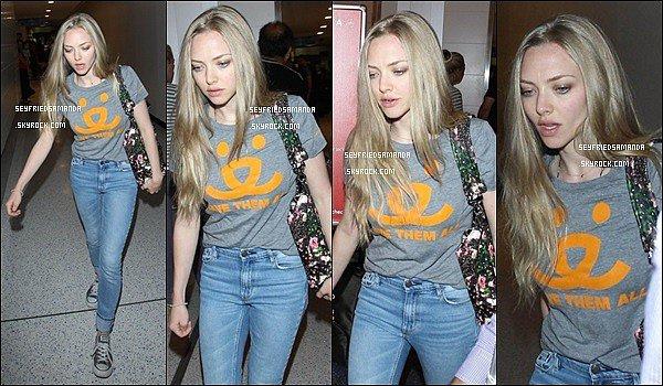 30 juin 2014 : Amanda arrivant à l'aéroport LAX de Los Angeles en Californie