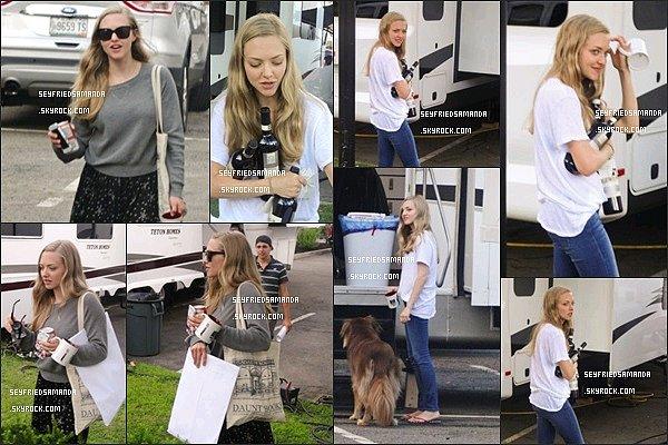 C'est parti pour un nouveau film ! Amanda le 28 et 29 juillet 2014 sur le tournage de Ted 2 à Malden, dans le Massachusetts. Comme d'habitude Finn est de la partie !