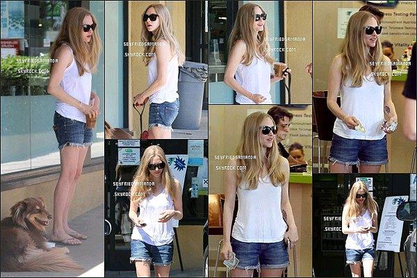 31 août 2014 : Amanda dans un bar à West Hollywood, Finn l'attendant à la sortie