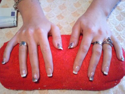 Et oui je fais aussi des poses d'ongles!!!