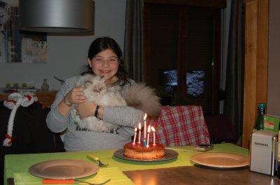 Le 13 Décembre 2010  Et oui, c'est l'anniversaire de Lisa, et faline l'aide à souffler ses 14 bougies. Patience Falinou, tu aura ton gateau le 20 mai =D