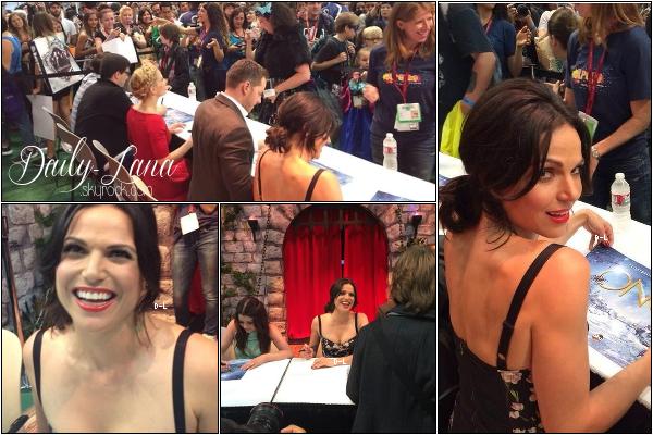 26 juillet 2014 : Après le panel, Lana et ses co-stars de Once Upon A Time ont signés des autographes.