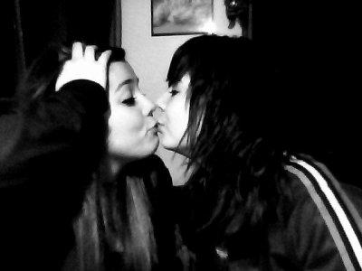Ma soeuur chaque instant passer avec  toi sur de pur bonheur, malgres les jaloux on c'est qu'on peut conter l'une sur l'autre , merci d'etre la,merci de faire temp de chose pour moi. Nos délires et nos week'end sont inoubliables , on se releve a deux  tu es ma soeur et je serais toujour la pour toi quoi qui arrive, tu fais partit de ma vie et tu restera avec moi le plus longtemp possible . Ma soeuur je t'aimeee <3 .