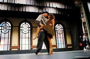 « La danse est le premier-né des arts. La musique et la poésie s'écoulent dans le temps ; les arts plastiques et l'architecture modèlent l'espace. Mais la danse vit à la fois dans l'espace et le temps. Avant de confier ses émotions à la pierre, au verbe, au son, l'homme se sert de son propre corps pour organiser l'espace et pour rythmer le temps »