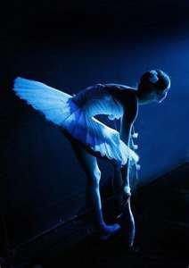 La danse n'est pas un sport mais un art .