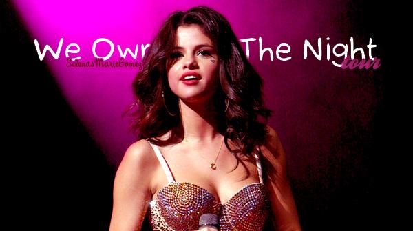 """. Selena signant des autographes à ses fans pour faire la promotion de la nouvelle collection automne de """"Dream Out Loud"""" dans un magasin Kmart le 19 août.  ."""