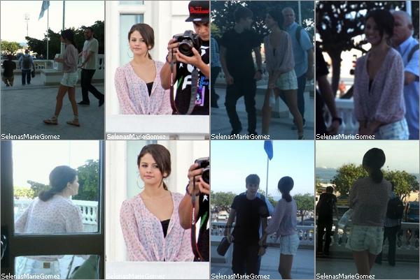 """. Selena à tourner une vidéo promotionnelle pour les MTV EMA vu qu'elle sera la maîtresse de cérémonie et qu'elle est nommée dans la catégorie """"Meilleurs fans"""".  ."""