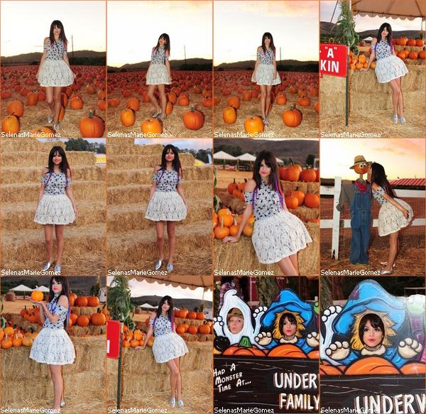 . Selena à une séance de dédicasses à Edmonton Mall (Canada) le 16 octobre.  .