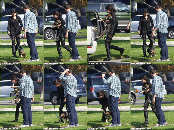 . Selena a promené Baylor le 31 octobre à Los Angeles.  .