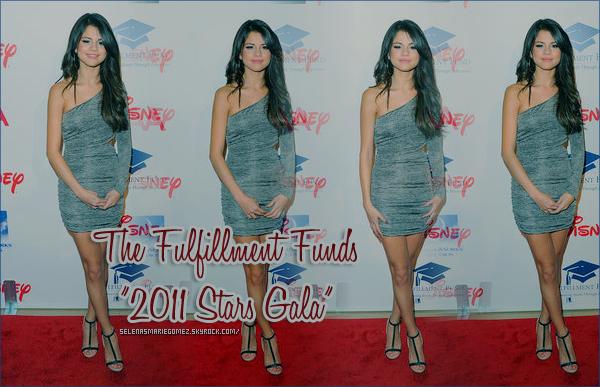 . Selena quitte le Nine Zero One Salon, West Hollywood le 1 novembre.  .