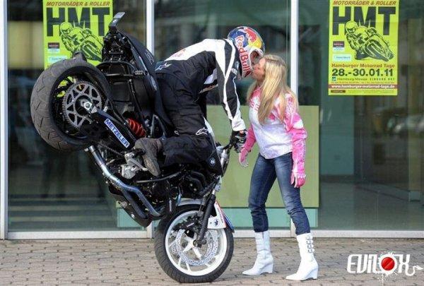 bisou  moto !! cool