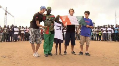 PhOto D¤ FaMiilllE AvEc lEs FrEesTyLers D¤ KOMBALL ¤T l'arTiCe IvOiRiEn BiiLLy BiiLLLY a La PlAc¤ FicGaYo