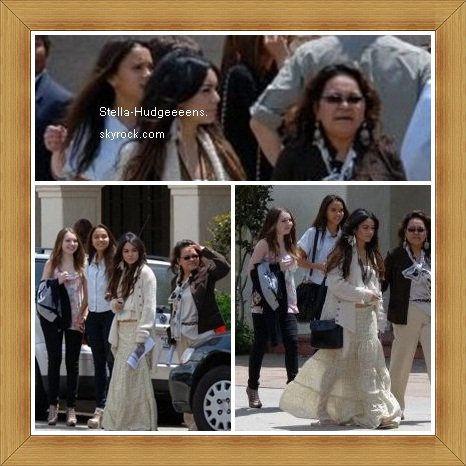Voici des photos de Stella, Vanessa, Sammi et Gina datant d'hier, elles ont fêtaient pâques a l'église St. Charles Borromeo