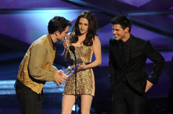 Rob , Kris et Taylor au People Choice Awards 2011 !