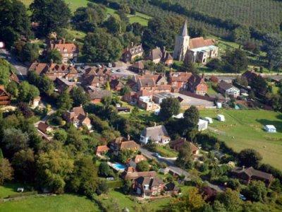 Le village de Pluckley (GB) envahi par les mouches...