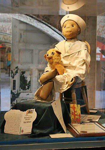 L'histoire de Robert et sa poupée