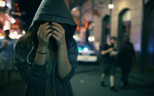 Baisser le regard illumine votre c½ur qui au contraire s'assombrit lorsqu'on le porte vers l'illicite.