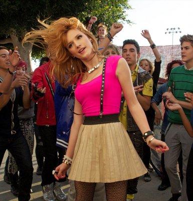 """11/11/12: Bella était sur le tournage du clip """"Can't stay away"""" avec les IM5"""