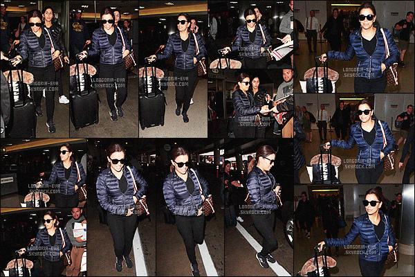 * 07/04/16 : Eva  a été photographiée en arrivant à l'aéroport    LAX    qui se trouve dans   Los Angeles - Californie.   Eva portait une simple tenue de sport plutôt décontractée, ce qui est idéal pour voyager en avion ...  Ainsi, je lui accorde donc un BOF    ! *