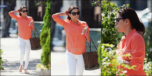 * 20/04/16 : Eva a été vue en arrivant au     Ken Paves Salon, un institut de beauté situé à West Hollywood - CA.   Eva prend soin d'elle assez régulièrement en se rendant dans ce genre d'instituts de beauté.  Niveau tenue, rien de spécial, c'est un  BOF    ! *