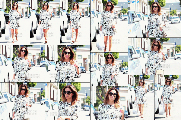 * 12/07/16 : Eva a été aperçu en train de faire du shopping dans la boutique  Intermix situé à West Hollywood.   Eva a une tenue très simple mais très jolie, j'apprécie le modèle de la robe puis je trouve qu'elle est rayonnante - c'est donc un TOP    ! *