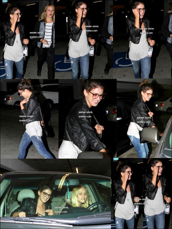 .   01/09/10 : Shenae a été vue en train de quitter le centre commercial The Grove à Los Angeles avec une amie..