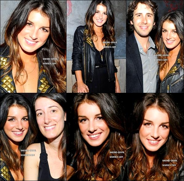 .   11/09/10 : La Fashion Week continue, vous pouvez voir la belle Shen' toute souriante ..