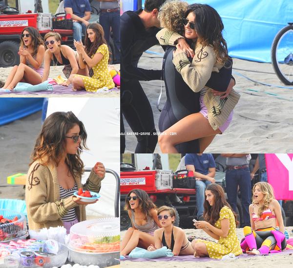 15.10.2010---Shenae a été vue le tournage de 90210 ! Elle était sur une plage avec Jessica Stroup, Jessica Lowndes et AnnaLynne McCord ! On peut également la voir prendre une petite pause dejeuner où elle a mangé des fraises !