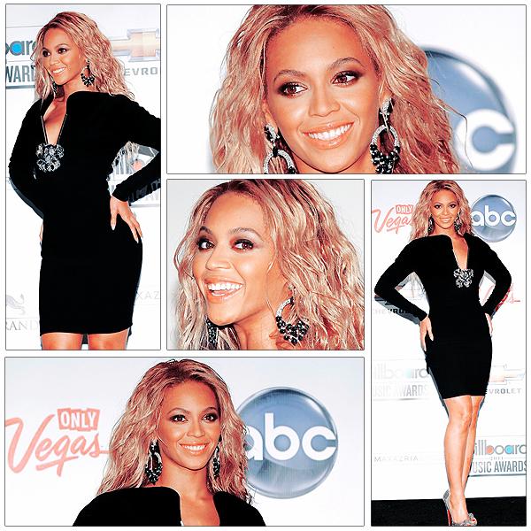 22/05/2011 - BILLBOARD AWARDS 2011 => les photos lors de la soiréé : Red carpet, Performance, Récompences, La chanteuse Beyoncé était à l'honneur. Après avoir interprété son nouveau single Run's the World (Girls), cette dernière a reçu des mains de sa maman le prestigieux Millenium Artist Award qui récompense l'ensemble de la carrière d'un artiste.