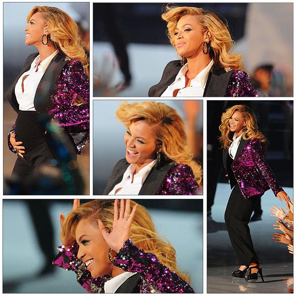29/08/2011 - VMA 2011 !!! Et oui Beyonce était bien présente pour nous faire une superbe prestation sur son titre LOVE ON TOP et nous annoncer la grosse surprise : BEYONCE EST ENCEINTE !!! Merveilleux pour BEE & JAY ....