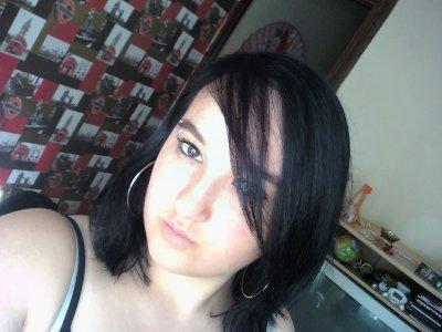 moi avec mes cheveux noir !!