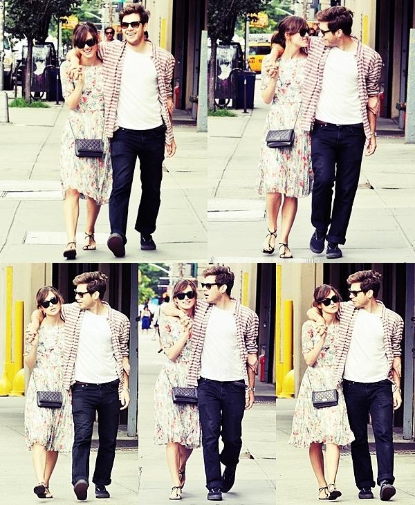 Le 6 Août  La belle Knightley est allée manger au restaurant dans le quartier de Soho avec son petit ami ainsi que son co-star et une partie de l'équipe de tournage.  Ils ont l'air de bien s'amuser :)
