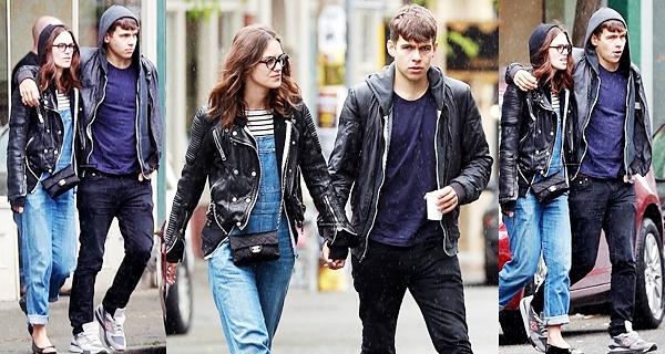 20 Juin 2013 Keira a profité d'une pause du tournage de Laggies pour aller  visiter la ville de Seattle avec James. Le couple a déjeuné dans une pub local.