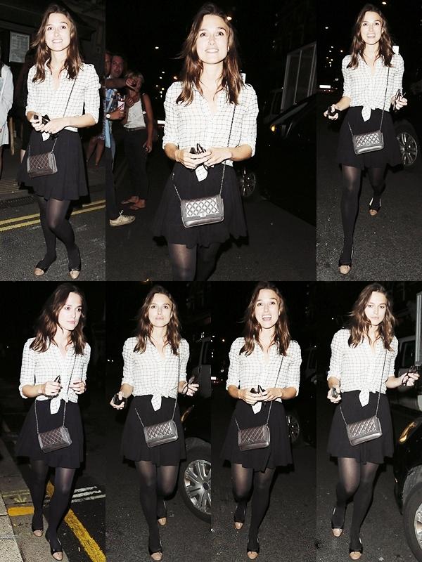 25 Août 2013 Keira, accompagnée de plusieurs amis, est allée à une soirée au  Royal Oak à Londres.