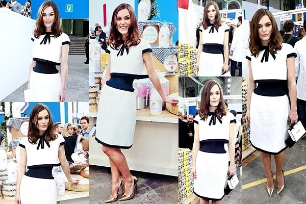 4 Mars 2014 :  Keira était présente à la Fashion Week Womenswear Automne / Hiver de Chanel à Paris. Elle était habillée d'une robe signée Karl Lagerfeld et avait un sac Chanel.
