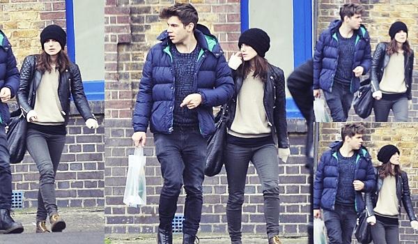 5 Avril 2014 :  Keira et James ont été vu dans les rues de Hackney.